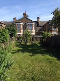 BRIGHT Large Double Room - Very FAST Broadband Excellent transport Overground and underground