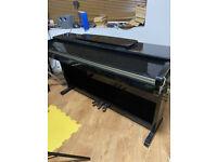 KURZWEIL MARK PRO ONE glossy black / polished ebony piano. Bit scruffy but good for a beginner.
