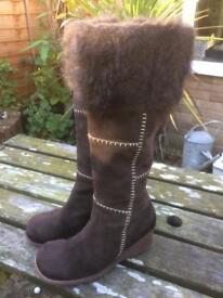 Ladies boots size 7 1/2