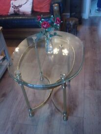BEAUTIFUL GLASS TOPPED COFFEE/SIDE TABLE FOR SALE. COULD DELIVER.