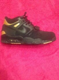 Black and Gold Nike HiTops. Size 5uk