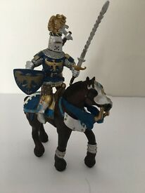 Papo Horse and Knight set. Brown Horse, blue/gold. Excellent
