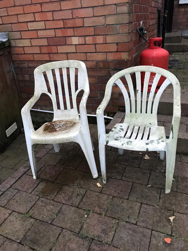 WHITE PLASTIC GARDEN CHAIRS SET OF TWO