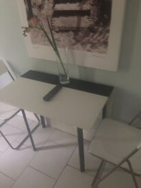 Occasional tables x 1 with 2 folding chairs