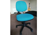 Comfortable, adjustable computer chair. Excellent condition! LISTING ENDS MONDAY 20TH !!!!
