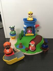 Paw patrol weebles seal island playset and 6 weebles characters