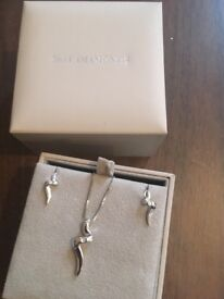 Hot diamonds necklace earring set never worn boxed certificate of authenticity inc. £45