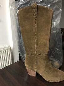 Gorgeous Brand New Ladies boots Clark's size 7