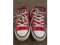 Size 3 red converse all stArs