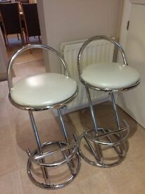 2 kitchen bar stools in excellent condition