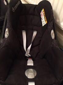 2 baby car seats. maxi cosi cabriofix