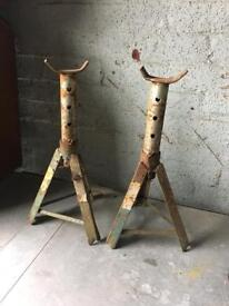 pair of strong axel stands £5