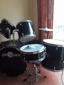 Drumkit + stool, used but in very good condition