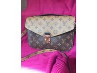 LV POCHETTE METIS revese style bag
