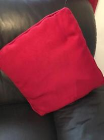 4x red cushion covers