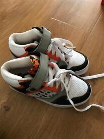 Heelys, Size 4