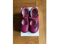 Toddler girl size 8 F Startright shoes ( Brand new)