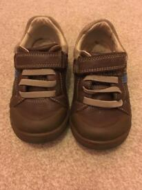 Clarks boys shoes. Brown size 71/2g