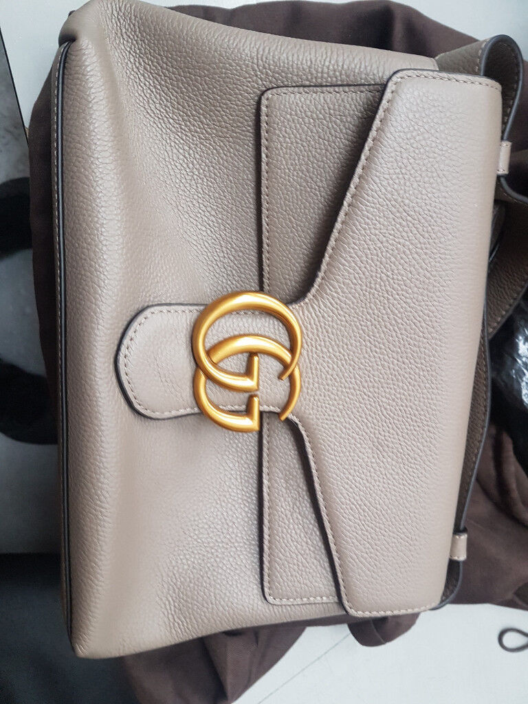 a510ceecf7b Gucci BRAND NEW HARDLY USED BAG. MUST HAVE AND GREAT FOR XMAS. HAVE A LOOK.  OPEN TO OFFERS!!