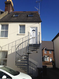I BEDROOM FLAT TO LET IN CANTERBURY