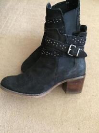 Immaculate boots size 6