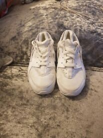 Kids size 11 trainers