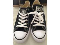 BRAND NEW Converse black size 7