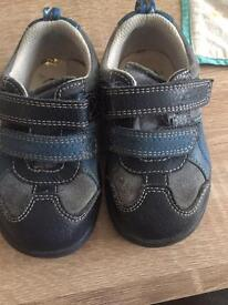 Kids shoes (clarks) size 5 1/2 f
