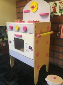 CHILDS WOODEN OVEN..........ONLY £15