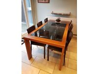 Dining table - 6 seats Wooden Frame with Glass Top