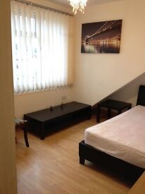 Large Spacious Double room in NW London
