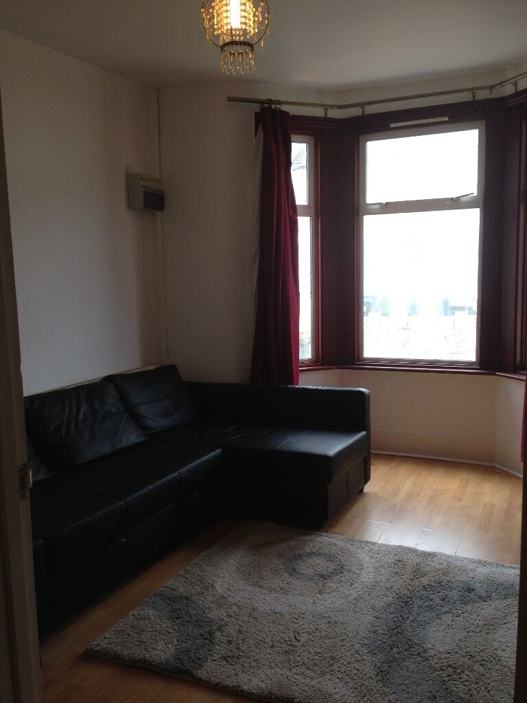 2 BED FLAT MANOR PARK FOR £1250PCM! SOME BILLS INCLUDED! VERY CLEAN. ITS A MUST SEE!!