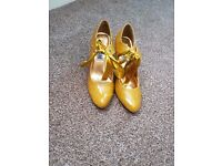 Size 3 Yellow/Gold heels