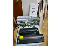 Laminator a4 new with cutter TEXT in box