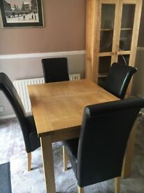 Table & chairs light oak