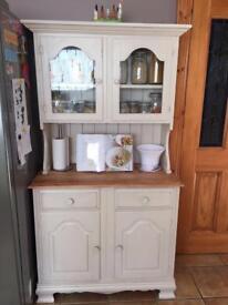 Dresser cabinet drawers