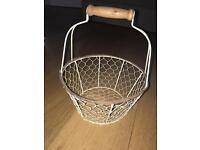 Egg basket / storage basket