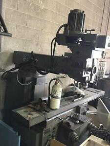 Tos-Kurim FNK 25 Knee Type Vertical Milling Machine