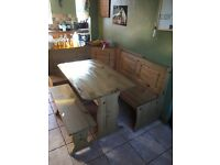L SHAPE 6/7 SEATER KITCHEN TABLE AND BENCH CHAIRS