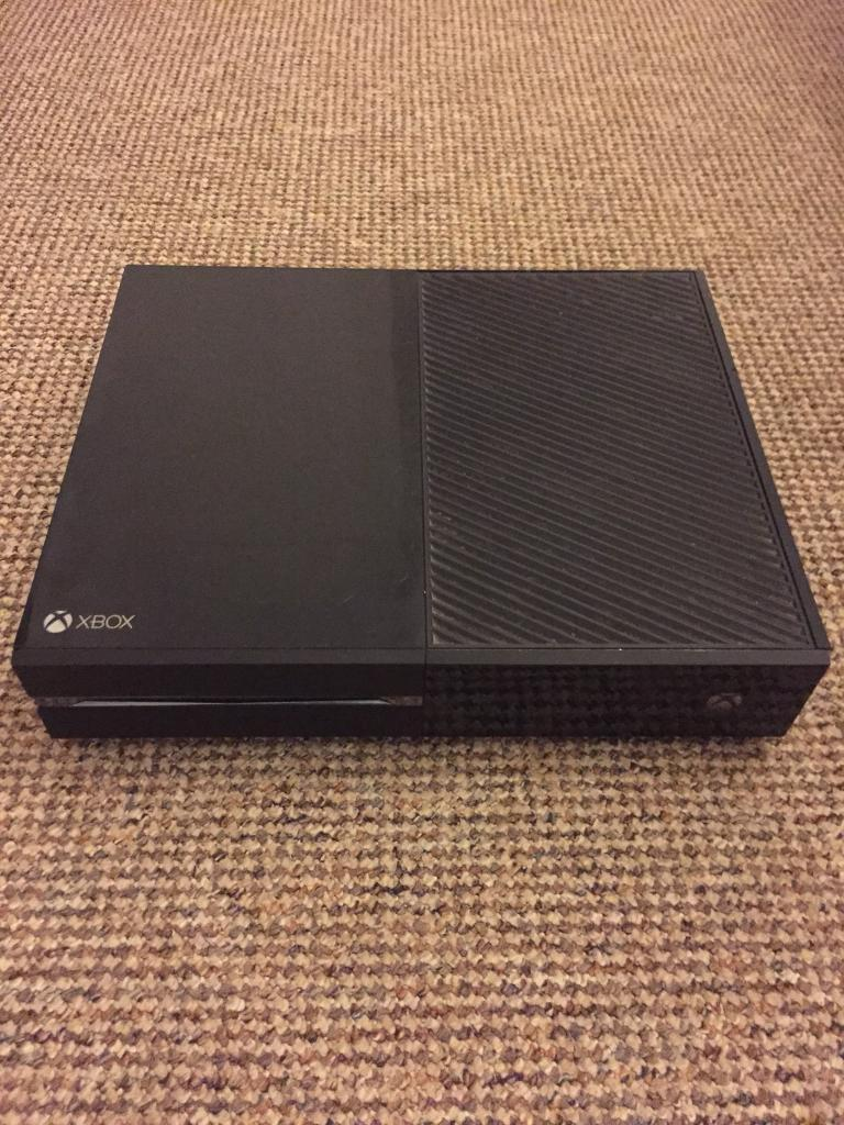 Xbox One 500 GB with games