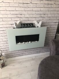 Excellent condition wall fire with remote control