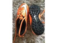 Hypervenon Nike Astro football trainers size 3