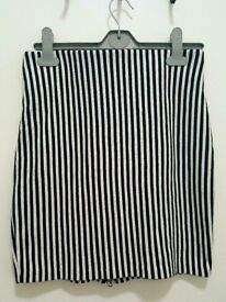 H&M Black and White Striped Skirt (Size: Small)
