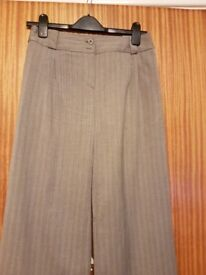 Ladies grey NEXT pinstripe trousers – NEVER BEEN WORN – Size 8 - £5