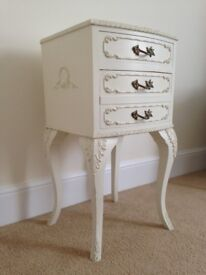 VINTAGE 1950'S BEDSIDE TABLE, VERY KITSCH & RETRO. IDEAL FOR SHABBY CHIC/FRENCH BOUDOIR STYLE DECOR