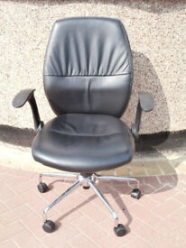 Black Swivel chair (Delivery)