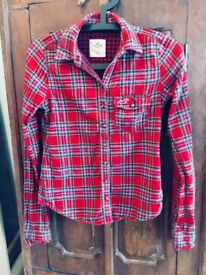 HOLLISTER red and navy shirt in size xs