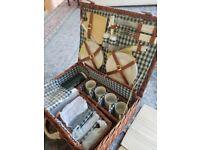 Wiker new full picnic set for 4