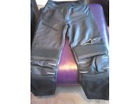 ALPINESTARS LEATHER MOTORCYCLE BAT PANTS.