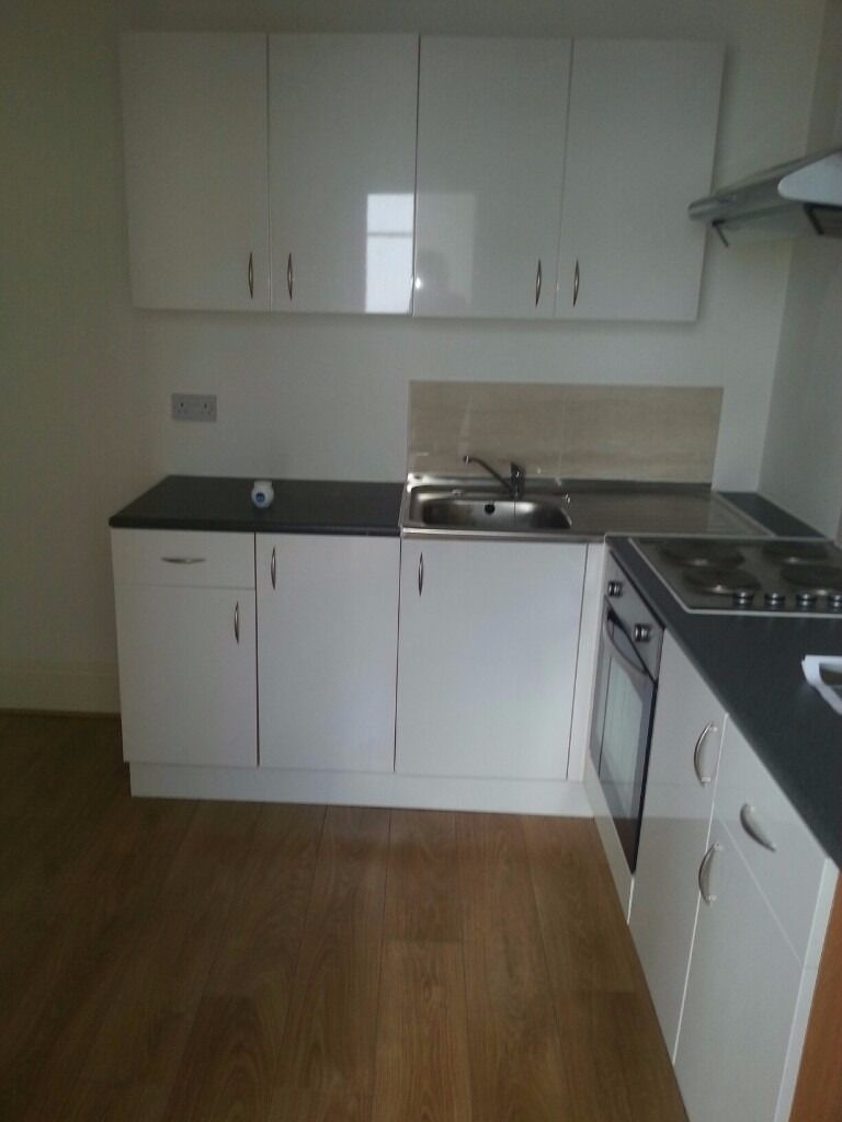 £440 PCM 1st Floor 1 bedroom flat Dock View Road, Barry Vale of Glamorgan CF63 4AE
